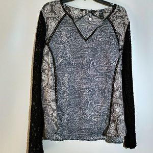 BKE long sleeved shirt with black lace sleeves